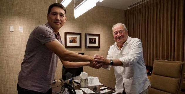 Промоутер Ломаченко и Кроуфорда подписал первого казахстанского боксера