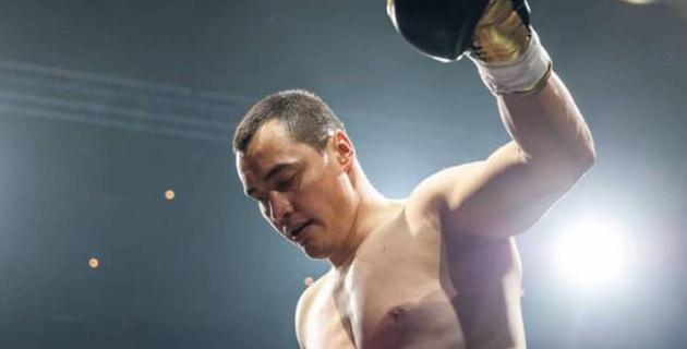 Казахстанский супертяж одержал досрочную победу в андеркарте боя чемпиона WBA