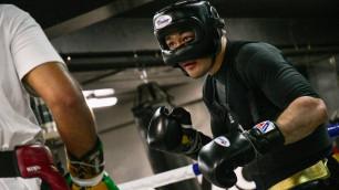 Наставник трехкратного олимпийского чемпиона и тренер из штаба Болта. Как Шуменов готовится к титульному бою в Астане