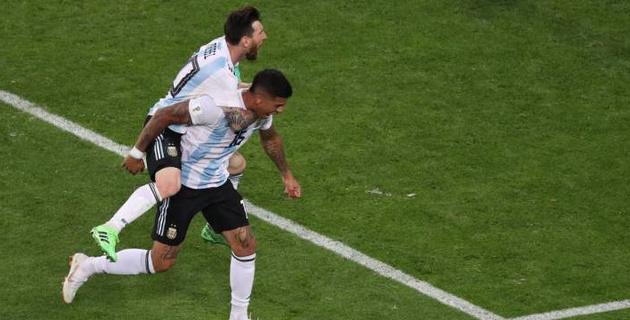 Первый мяч Месси и гол в концовке матча принесли Аргентине победу и выход в плей-офф ЧМ-2018