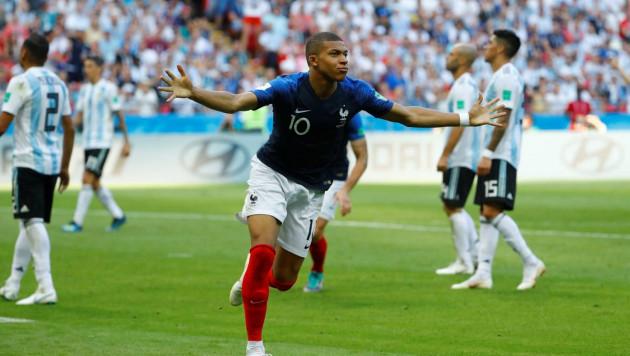 Дубль Мбаппе за четыре минуты принес Франции волевую победу над Аргентиной в плей-офф ЧМ-2018