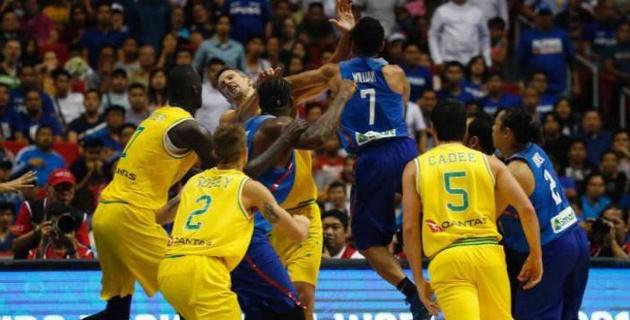 Баскетболисты сборных Австралии и Филиппин устроили массовую драку на паркете