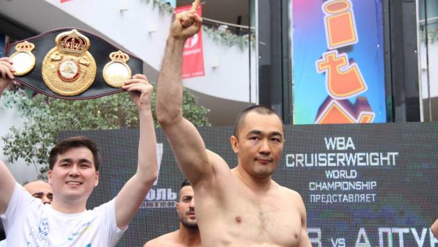 Шуменов оказался на два килограмма тяжелее соперника перед боем за пояс WBA