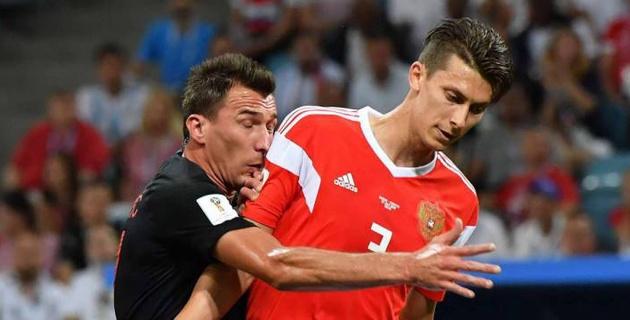 Два футболиста сборной Хорватии обратились в больницу после матча с Россией