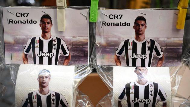 В Неаполе поступила в продажу туалетная бумага с изображением Роналду