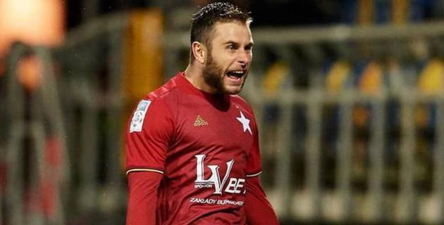 Польский футболист промазал по пустым воротам с пяти метров и оставил команду без победы