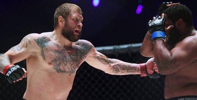 Емельяненко свел вничью поединок с бывшим бойцом Bellator
