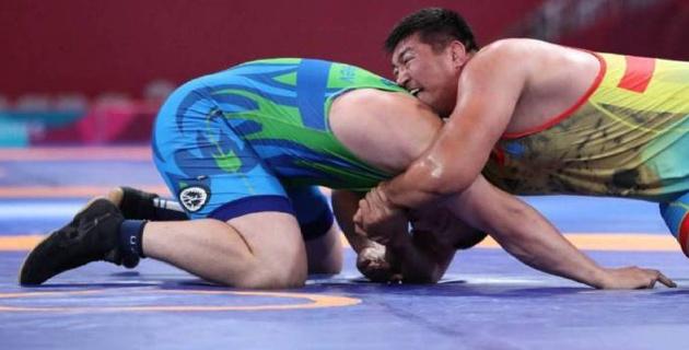 Казахстанец Тыналиев проиграл узбекскому борцу в финале Азиады-2018