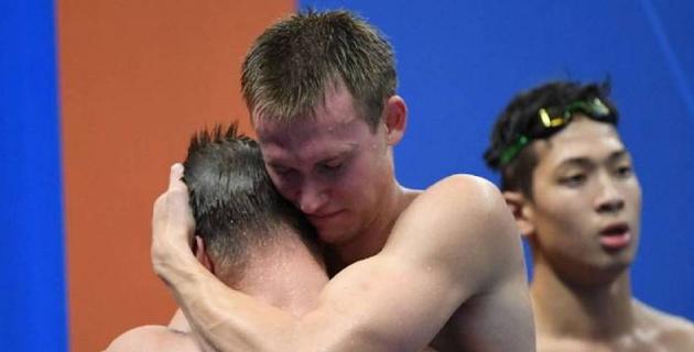 Слезы счастья? Как Баландин и другие пловцы сборной Казахстана радовались медали Азиады-2018