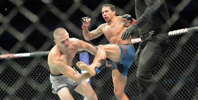 Боец UFC ударом из футбола отправил соперника в тяжелый нокаут
