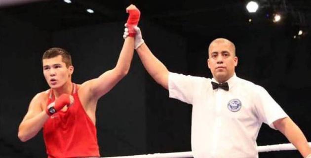 Чемпион Азии из Казахстана выиграл тяжелым нокаутом бой на пути к финалу МЧМ-2018 с россиянином