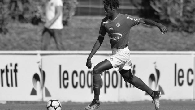 19-летнего экс-защитника французского клуба застрелили на улице из автомата