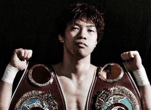 23-летний боксер стал чемпионом мира в третьем весе и повторил рекорд Ломаченко