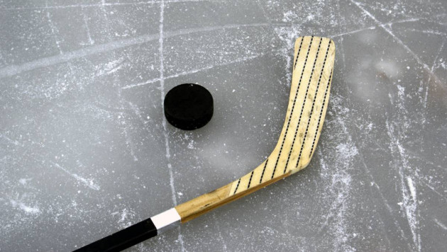 Хоккеист умер на льду во время матча
