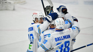 """""""Барыс"""" одержал третью победу подряд в КХЛ в матче с 10 заброшенными шайбами"""