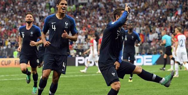 Перуанский футболист получил желтую карточку за празднование гола в стиле чемпиона мира
