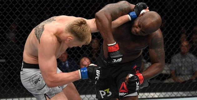 Американский боец UFC отправил в нокаут россиянина за 11 секунд до конца боя