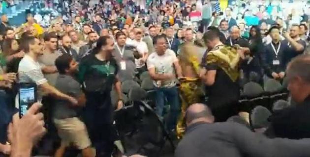 Появилось видео драки фанатов Нурмагомедова и МакГрегора перед боем на UFC 229