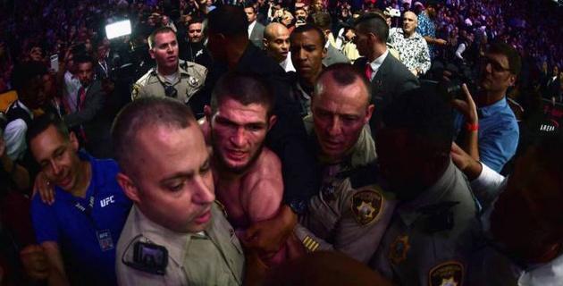 """""""Жестче, чем UFC"""". Отец Нурмагомедова пообещал наказать сына за драку в зале после победы над МакГрегором"""