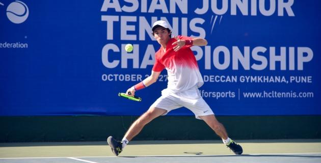 Казахстанский теннисист Ташбулатов вышел в четвертьфинал юношеского чемпионата Азии