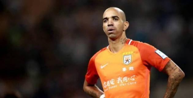 Футболист почесался во время исполнения китайского гимна и пожалел