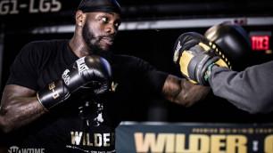 Уайлдер предостерег абсолютного чемпиона мира Усика от перехода в супертяжелый вес