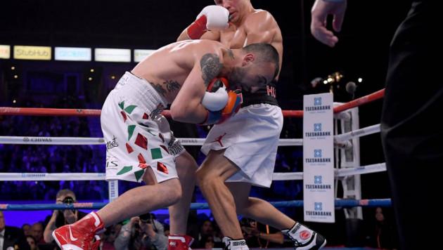 Американский боксер через полгода после поражения от Головкина решил засудить WBC