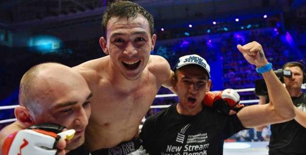 Первый казах-победитель в UFC из России подарил своему сопернику казахстанский шоколад