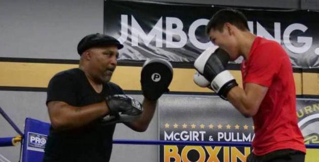 Подготовивший Алимханулы к дебюту в США тренер вошел в список лауреатов Зала боксерской славы