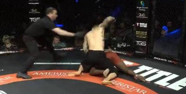 Боец MMA поприветствовал соперника нокаутом и установил рекорд