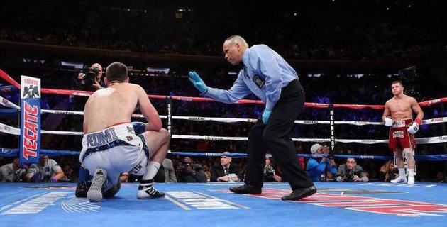 Видео боя, или как Альварес избивал и четыре раза за три раунда потряс чемпиона мира
