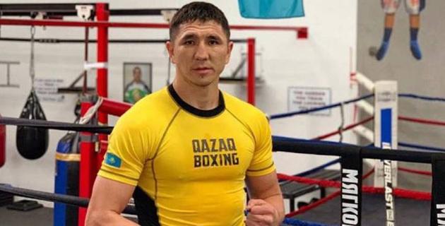 Небитый казахстанский боксер провел спарринг с экс-чемпионом мира перед боем в США