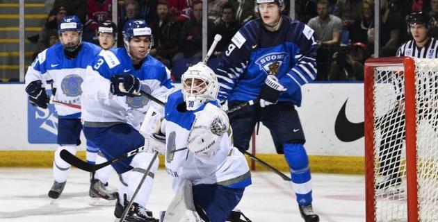 Отразил полсотни шайб, или как голкипер сборной Казахстана по хоккею покорил публику на МЧМ-2019