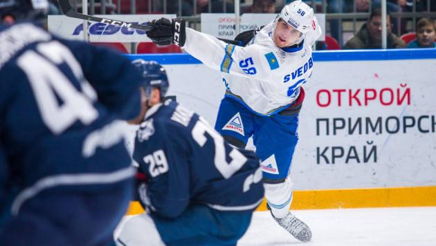 """Самого высокого хоккеиста КХЛ из """"Барыса"""" назвали талисманом удалений"""