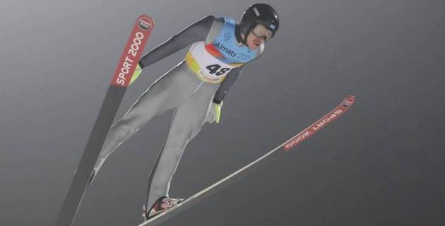 Летающий лыжник из Казахстана не справился с торможением и сделал страшное сальто через отбойник
