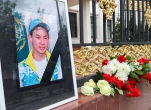 """""""Оставили автозеркала на месте"""". Мать Дениса Тена в суде рассказала свою версию и хронологию убийства"""