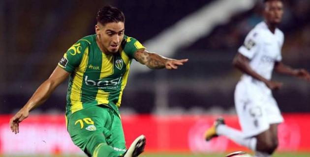 Колумбийский футболист с двух метров промазал по пустым воротам и обрек команду на поражение