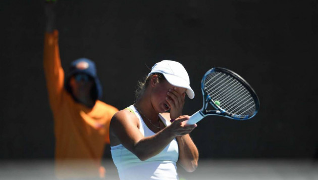 """""""Ты сидел и в носу ковырялся"""". Путинцева наехала на тренера и обидела соперницу рукопожатием на Australian Open"""