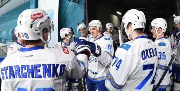 """Как хоккеисты """"Барыса"""" в раздевалке радовались победе над """"Магниткой"""" и третьему месту на """"Востоке"""""""