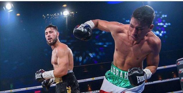 """Видео полного боя, в котором казахстанец Ахмедов дважды уронил мексиканца и завоевал """"молодежный"""" титул WBC"""