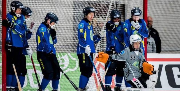 Сборная Казахстана по бенди проиграла все матчи в группе ЧМ с общим счетом 2-53