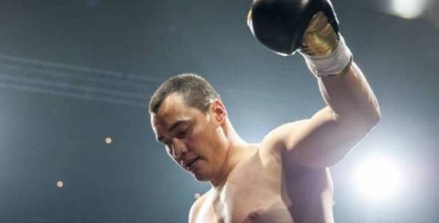 """""""Три удара - три нокдауна"""". Появилось видео победы казахстанского супертяжеловеса в первом раунде"""