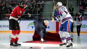 КХЛ удалила все видео и фото с падением Моуринью после вбрасывания шайбы