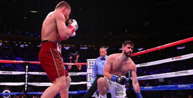 Сауль Альварес отказался от титула WBA в суперсреднем весе