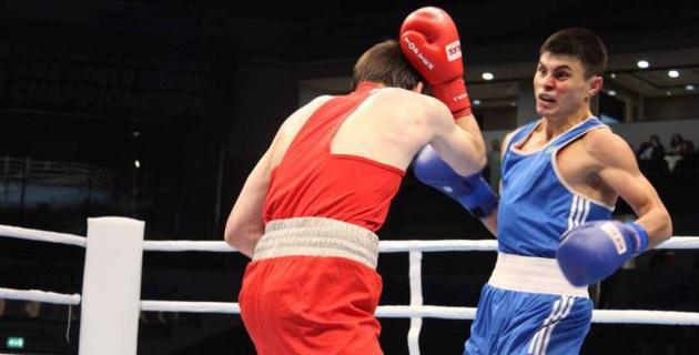 Казахстанский боксер проиграл россиянину в финале турнира в Болгарии