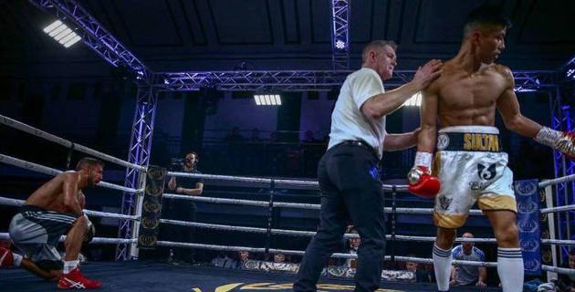 Видео победы финалиста молодежного ЧМ из Казахстана с тремя нокдаунами и нокаутом