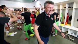 Зарубежная команда казахстанского тренера начала сезон с завоевания Суперкубка
