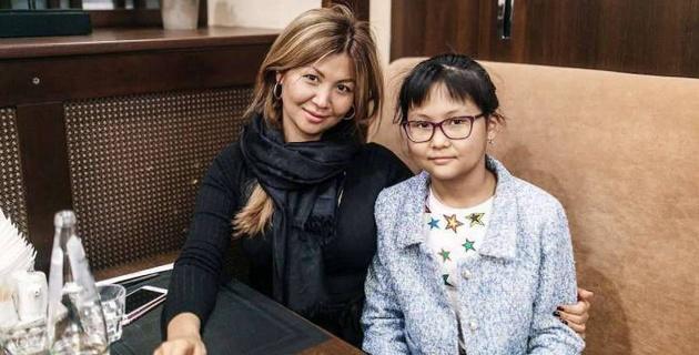 """""""Вставлял палки в колеса"""". Мать Бибисары Асаубаевой сделала заявление"""