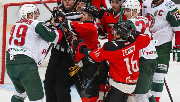 Обладатель Кубка Гагарина проиграл третий матч подряд и оказался на грани вылета из плей-офф КХЛ