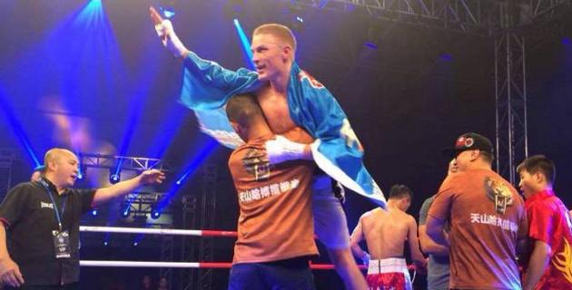 Казахстанский боксер нокаутировал соперника в бою за первый титул в карьере на профи-ринге
